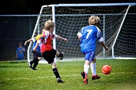 Genitori e calcio base: decalogo per aiutare il bambino ad essere felice